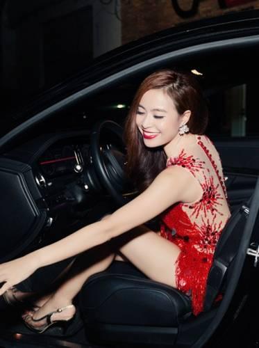 Hoàng Thùy Linh mặc váy ngắn nhảy cực sung - 10