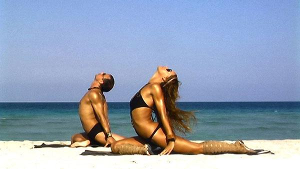 tu-the-yoga-nua-canh-chim-bo-cau