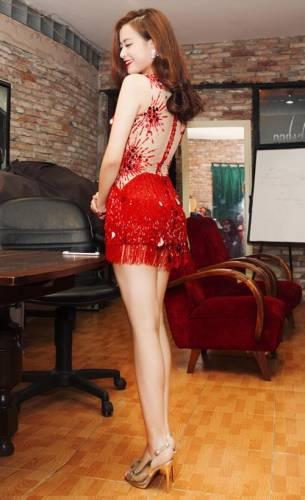 Hoàng Thùy Linh mặc váy ngắn nhảy cực sung - 9