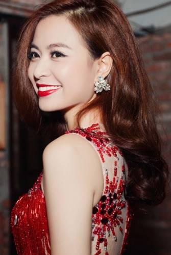 Hoàng Thùy Linh mặc váy ngắn nhảy cực sung - 8