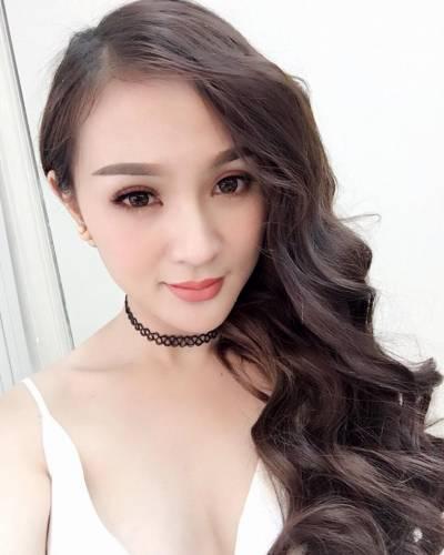 14 3 - Kelly Tú Anh lộ cằm méo mó do lạm dụng phẫu thuật thẩm mỹ