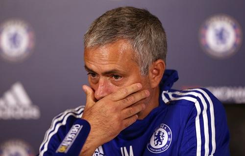 171b569627 - Mourinho lại bị phạt vì đổ lỗi trọng tài