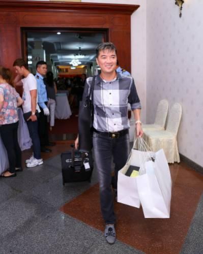 6 10 201531 145633259 5686 1444102861 - Mr Đàm, Đoan Trang chọn đồ tại tuần lễ hàng hiệu giảm giá