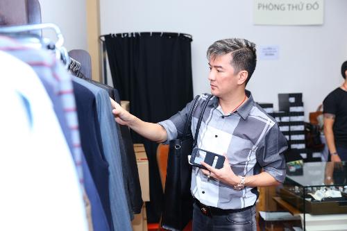 6 10 201555 363581341 6675 1444102860 - Mr Đàm, Đoan Trang chọn đồ tại tuần lễ hàng hiệu giảm giá
