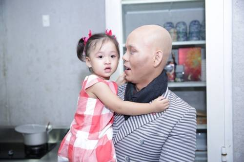 8 - Vợ chồng Phan Đinh Tùng già nua trong MV