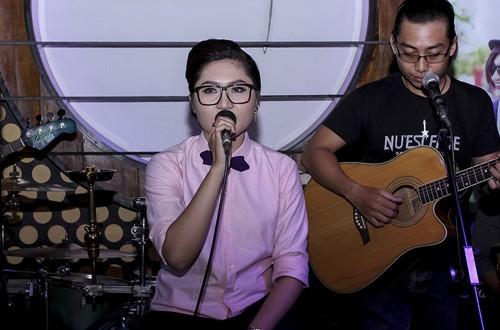 86c93cdfff 500x330 - Vicky Nhung được fan nữ hôn và khen 'đẹp trai'