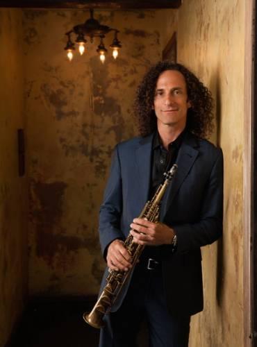 Nghệ sĩ kèn saxophone huyền thoại người Mỹ sẽ đem theo dàn nhạc gắn bó với ông từ năm 1986 trong tour diễn lần này.