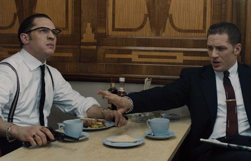 Tom Hardy phải di chuyển tới 100 bối cảnh trên khắp London và đều phải diễn hai vai nối tiếp nhau trong cùng một cảnh.
